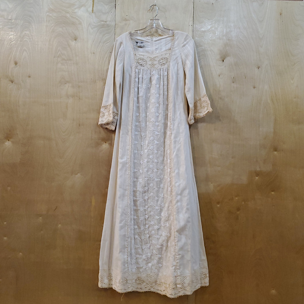 *SOLD* Floral Cotton Lace Dress
