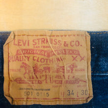 Load image into Gallery viewer, Levi's 501