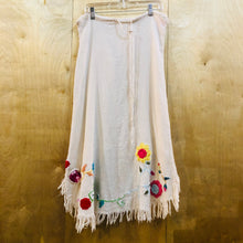 Load image into Gallery viewer, Flower Embroidered Knit Skirt