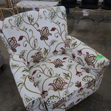 Load image into Gallery viewer, Safavieh Hazina Club Chair - White & Red Flower
