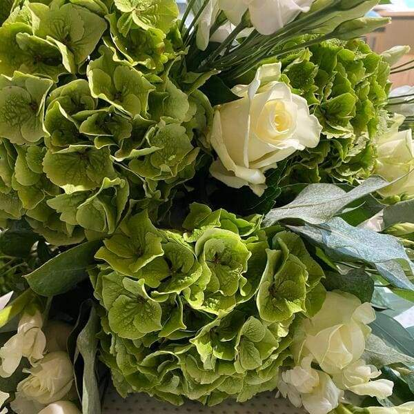 Classic Colours this timeless Bouquet is perfect