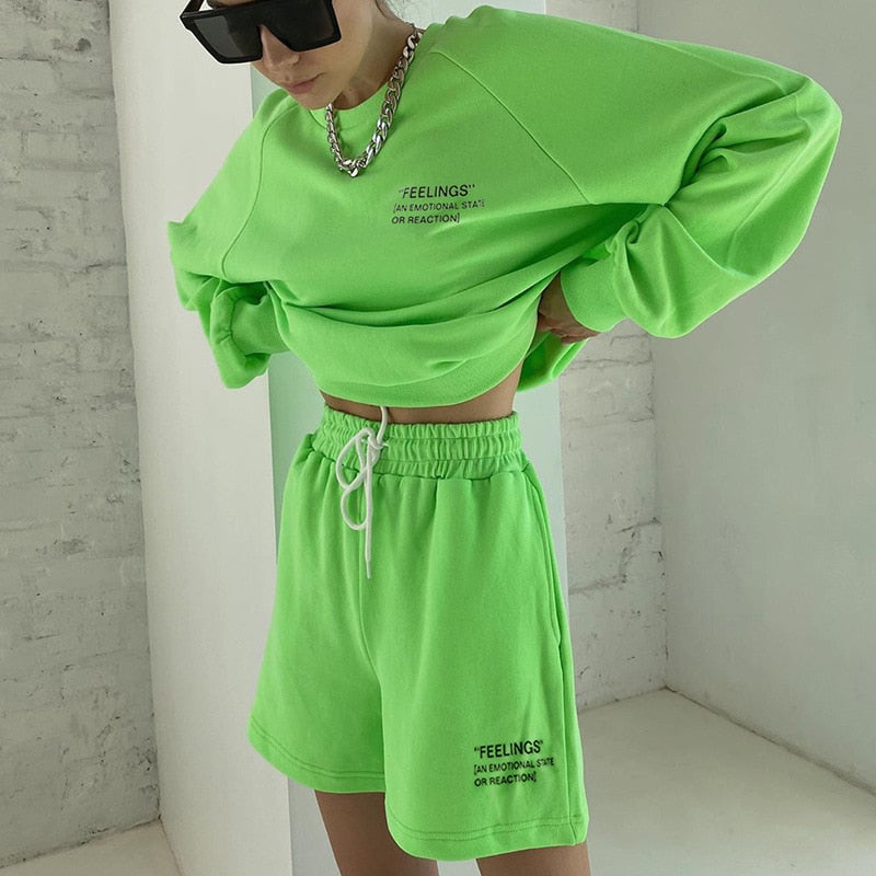 DEAT 2020 Autum Print Letter Print Two Piece Set For Women O Neck Long Sleeve Tops High Waist Wide Leg Shorts Casual Sets MK566