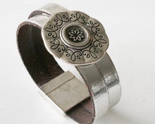 Load image into Gallery viewer, Vegan or Leather with Flower Medallion Bracelet