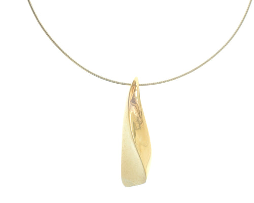 Wave shaped pendant on a 16 inch gold flexible chain.