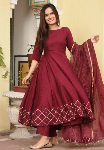WINE RED COLOUR PRINTED CHAX BORDER ROUNDER LONG KURTI  WITH PLAIN RED COLOUR PLAZZO AND CHIFFON DOTE PRINTED DUPATTA
