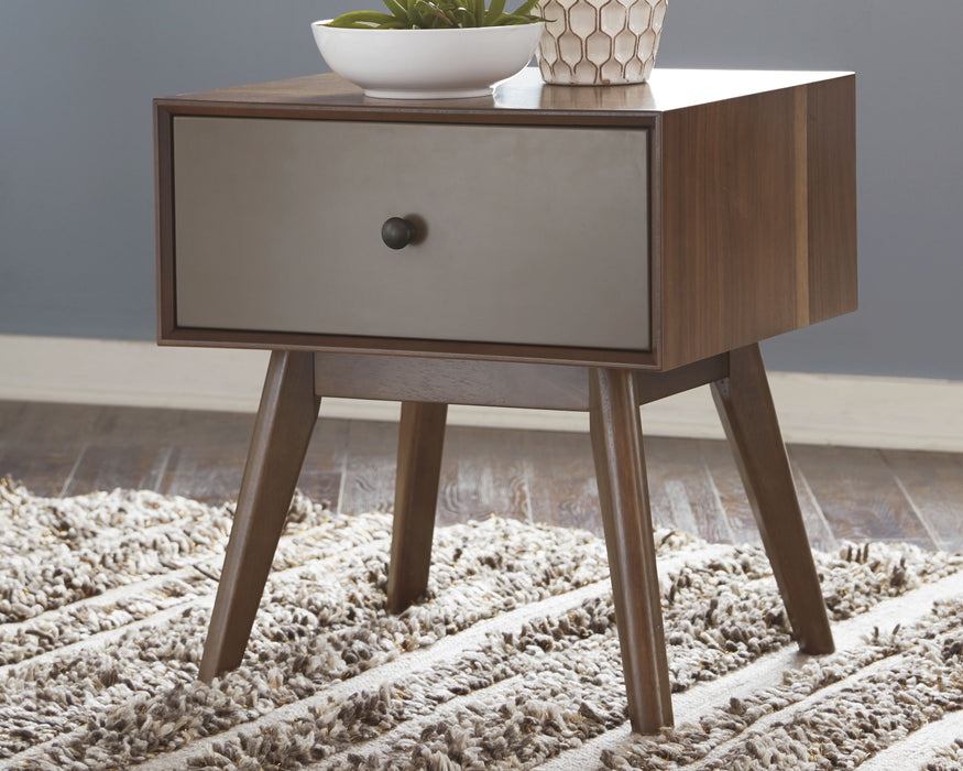 Lynnifer Signature Design by Ashley End Table