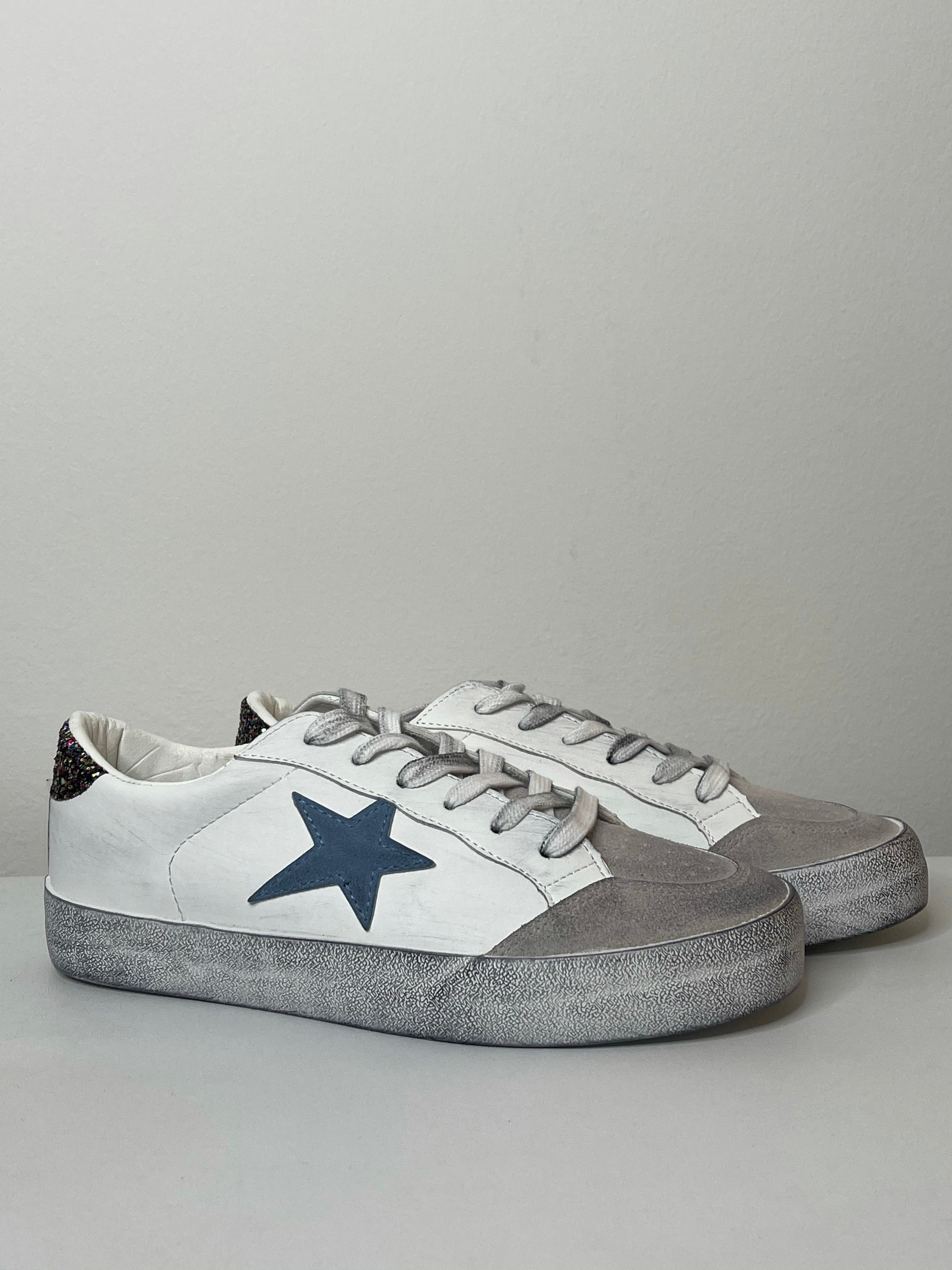 CHLOE Distressed Star Trainer