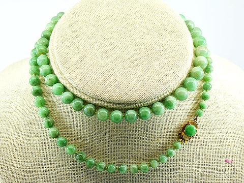 NATURAL GREEN JADE GRADUATED BEAD NECKLACE 25 INCHESCLASP