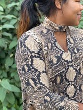 Load image into Gallery viewer, Chocker Snake Print Top