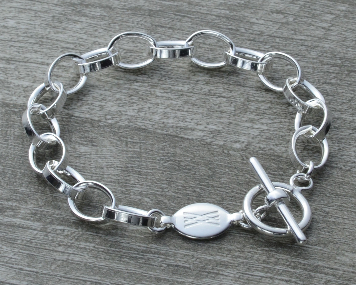 Charm bracelet with toggle clasp in sterling silver