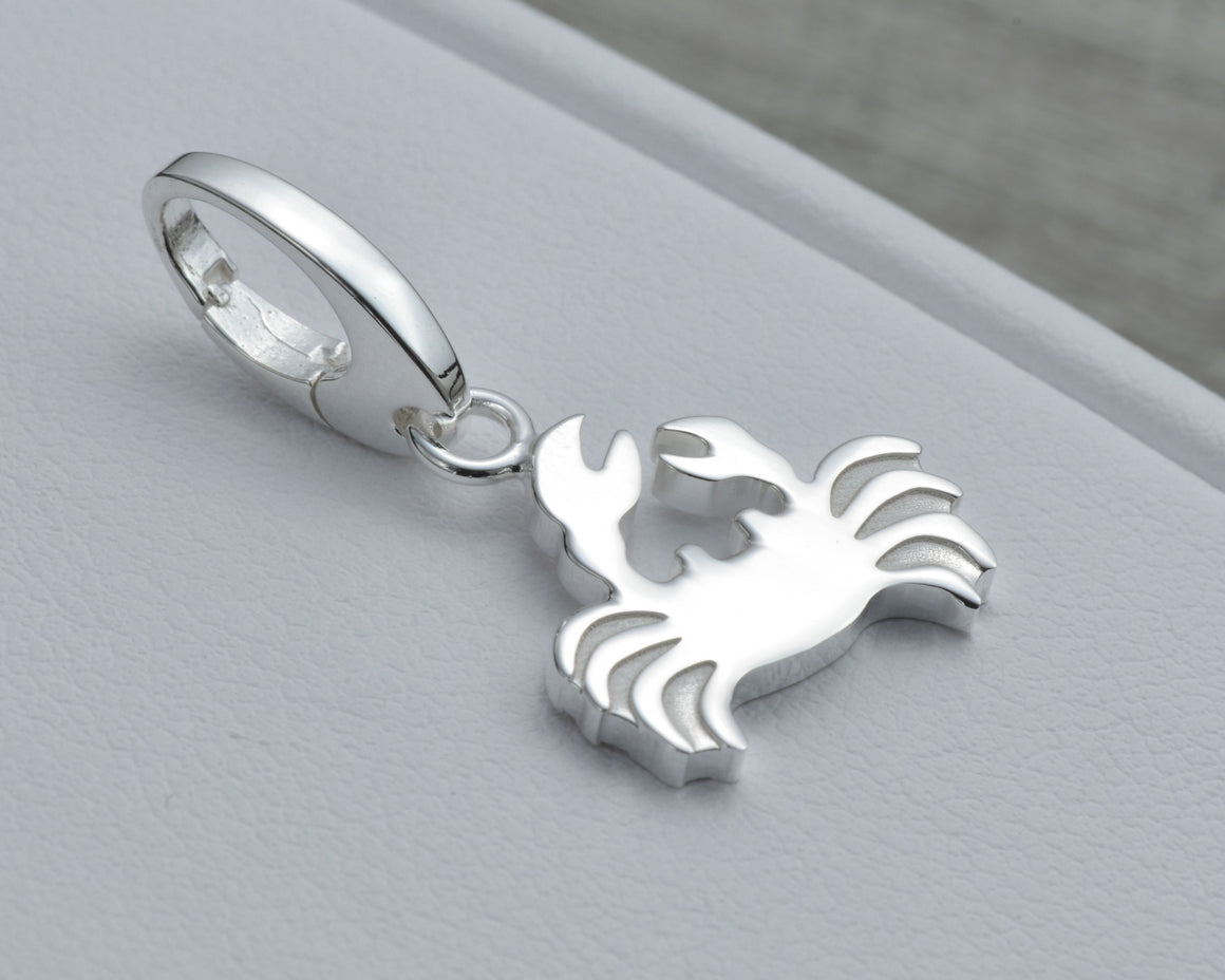 CRAB CHARM IN STERLING SILVER