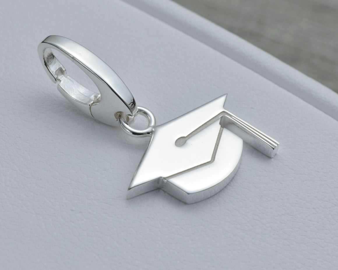 GRADUATION CHARM IN STERLING SILVER