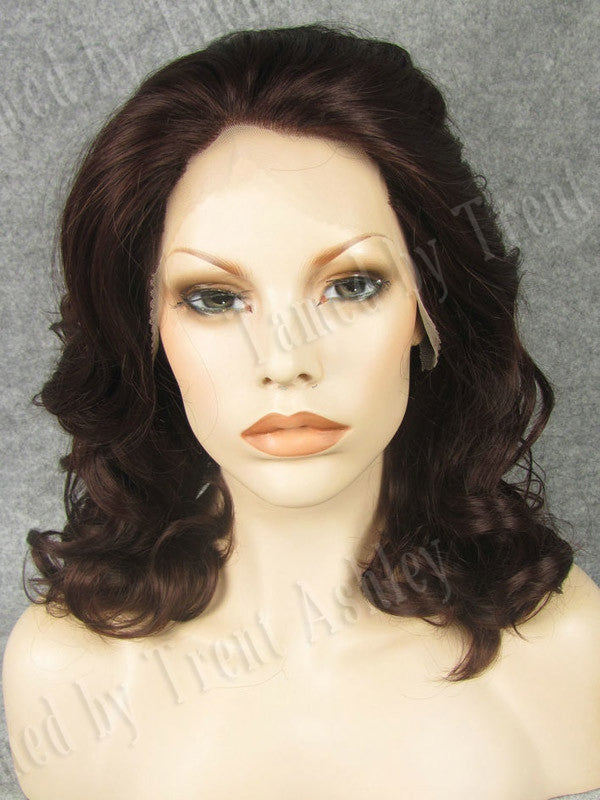 EMILY CEDAR - Tamed wigs and makeup