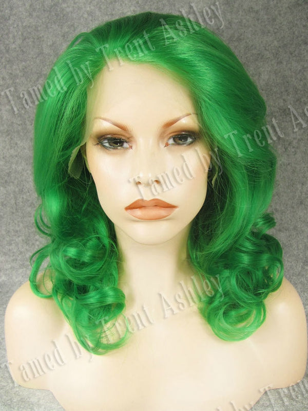 EMILY EMERALD - Tamed wigs and makeup
