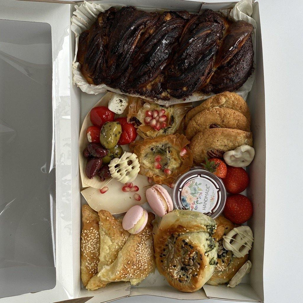 Grazing box - Medium - Yasmin Bakery & Cartering
