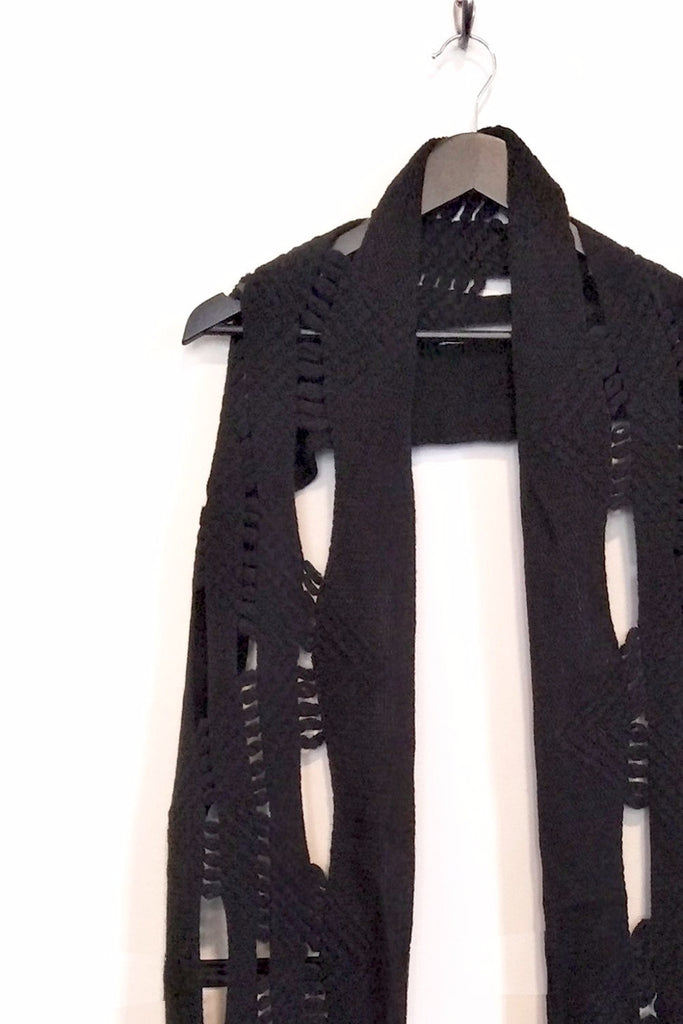 DECONSTRUCTED ZIG ZAG KNIT SCARF