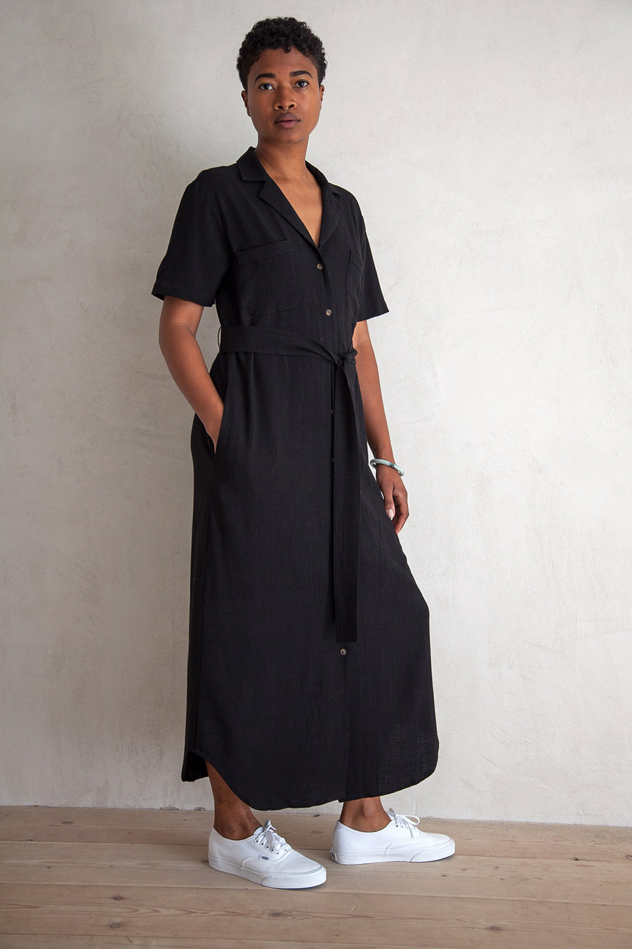 NOTCH COLLAR DRESS - BLACK