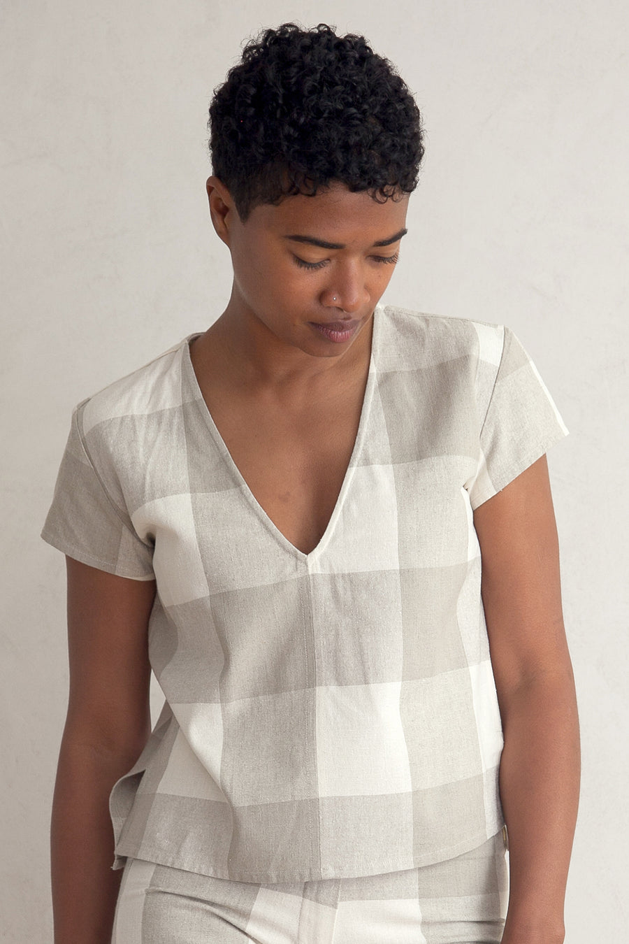 V-NECK TOP - NATURAL GINGHAM