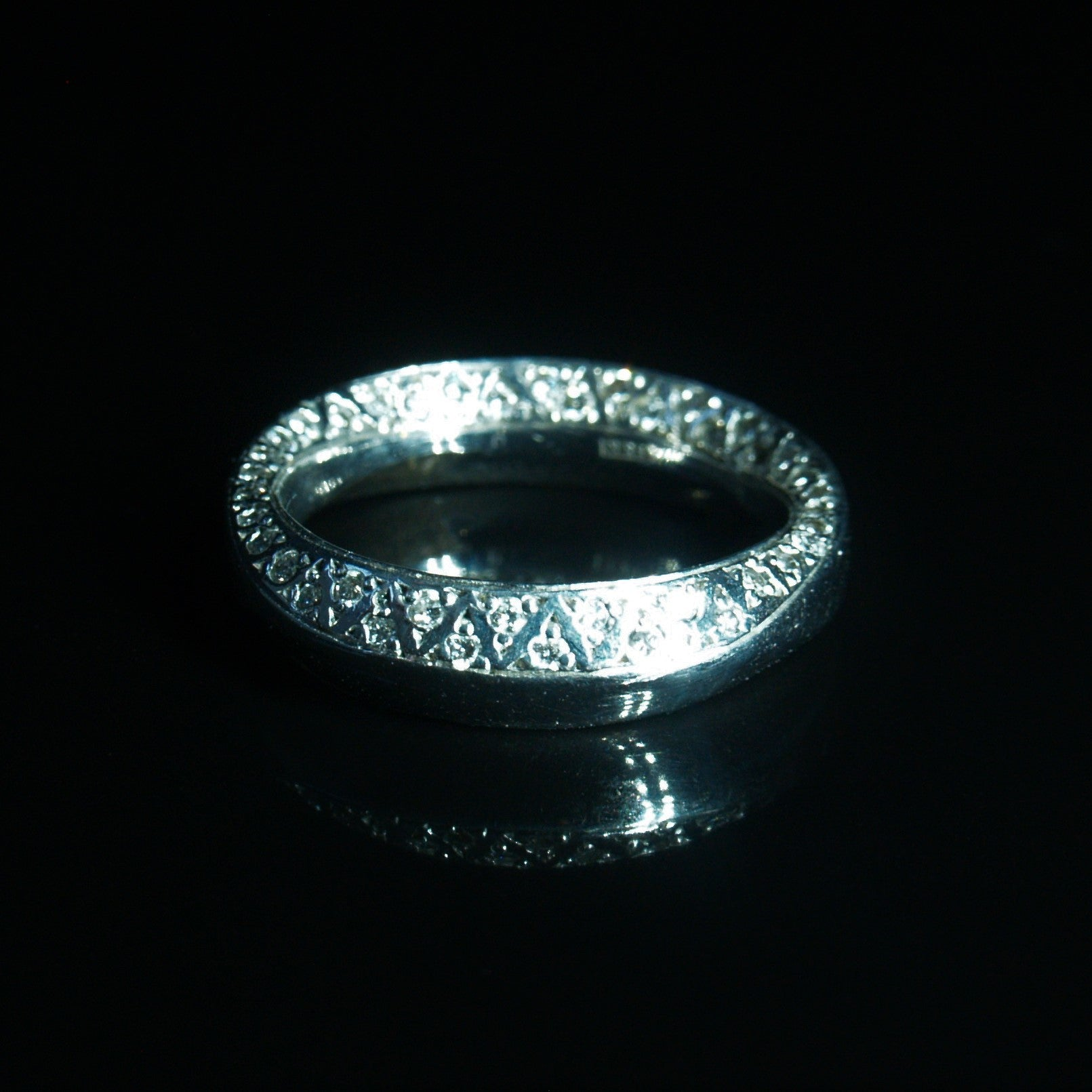 18ct White Gold Mobius Diamond Ring