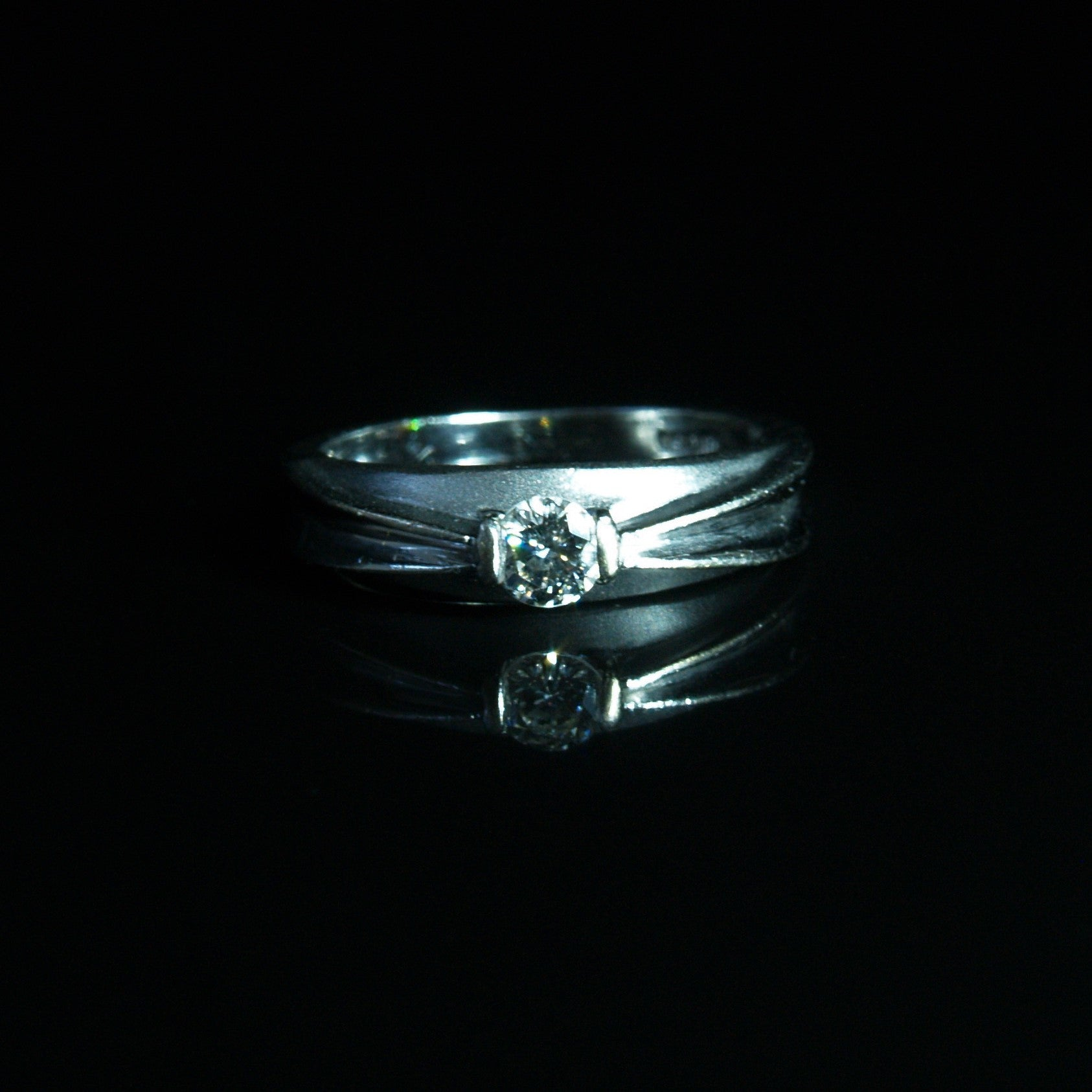 18ct White Gold Solitaire Diamond Ring.