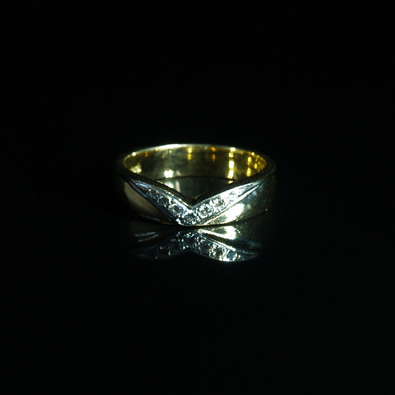 18ct Gold Diamond Set Wishbone Ring.