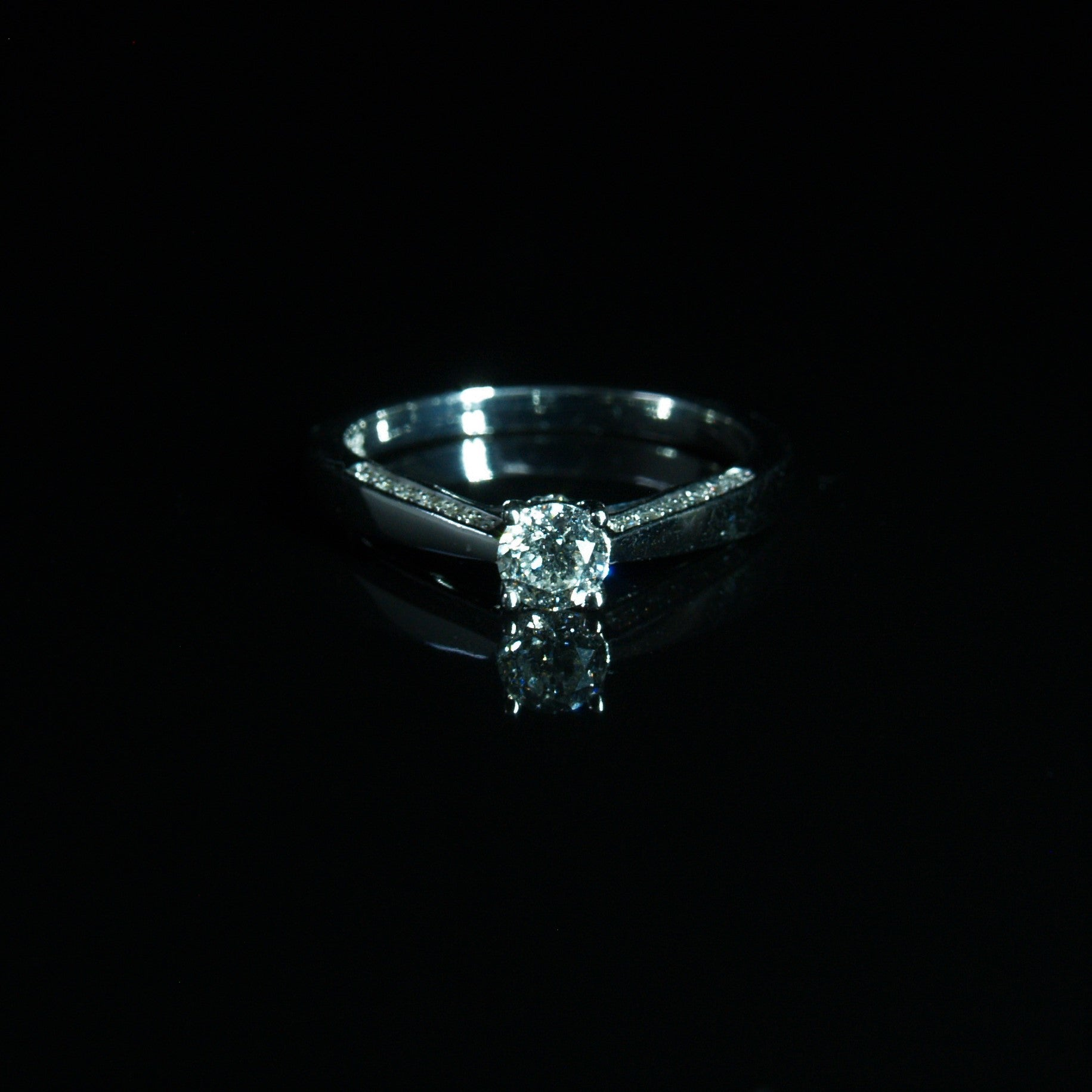 18ct White Gold Diamond Engagement Ring.