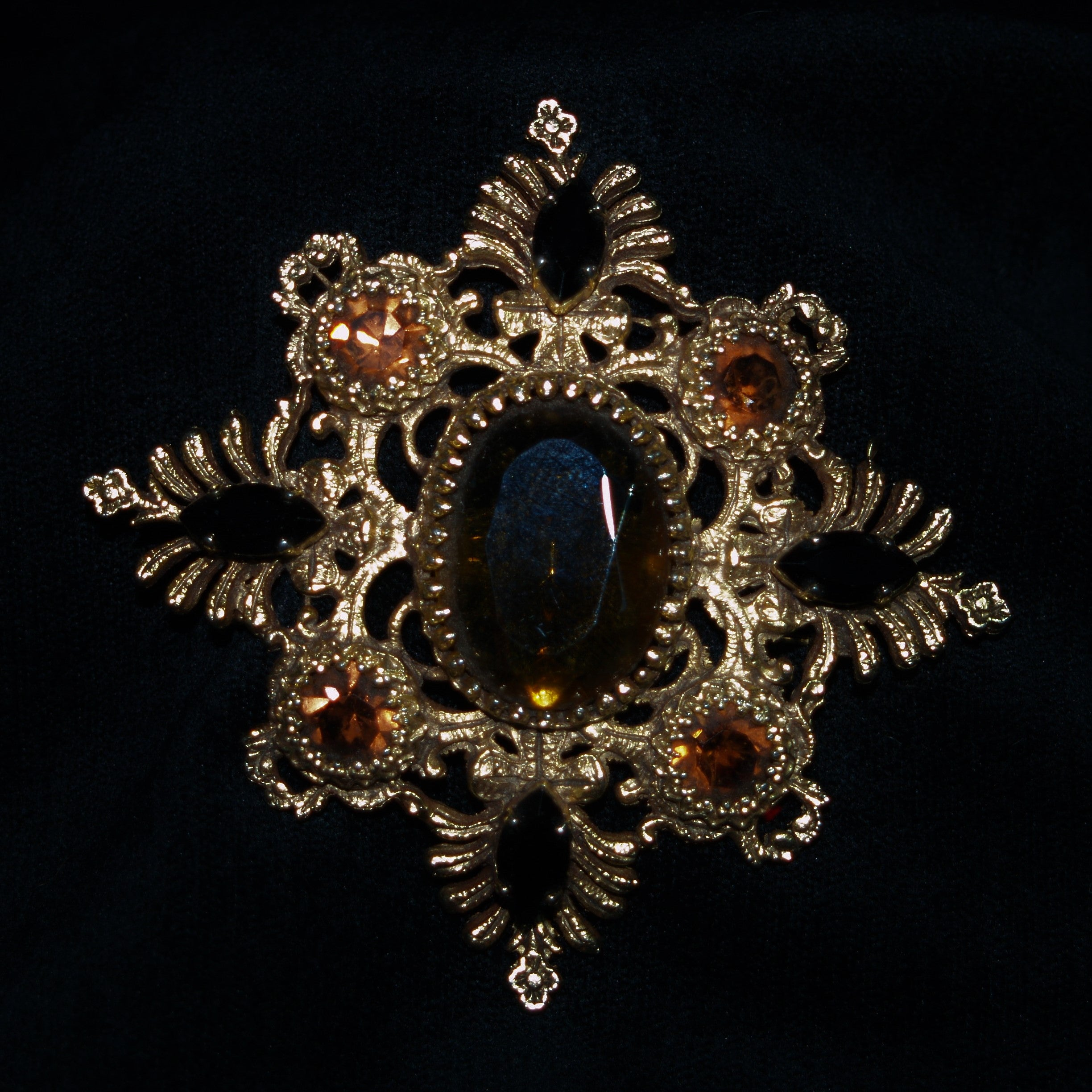 Retro Citrine Paste Goldtone Brooch.