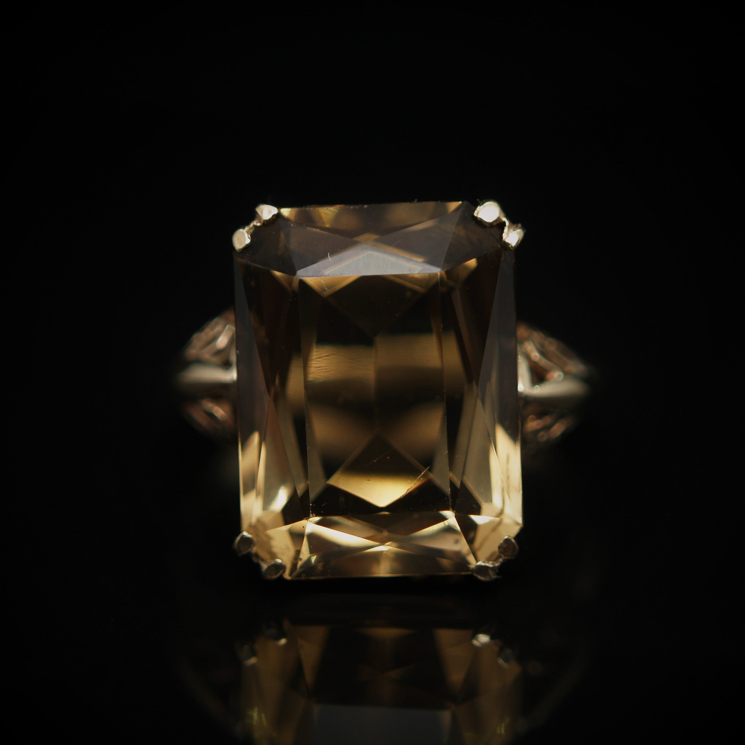 9ct Gold Citrine Ring.