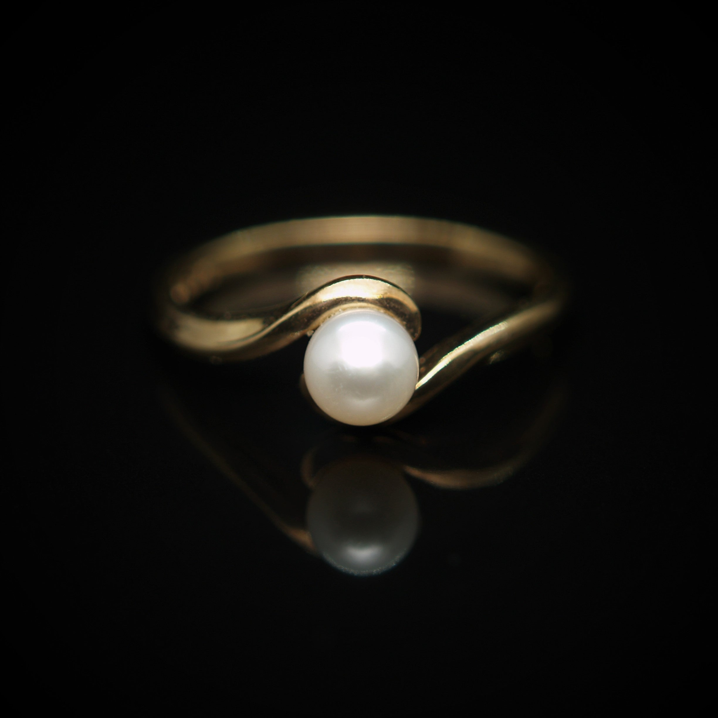 9ct Gold Cultured Pearl Ring.