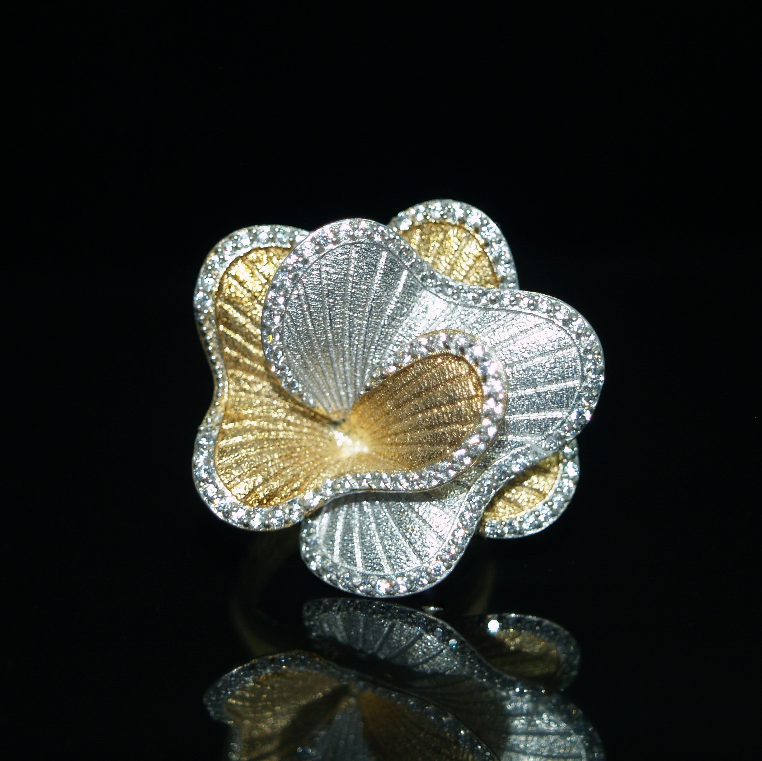 Sterling Silver & Gilt Cubic Zirconia Flower Ring.