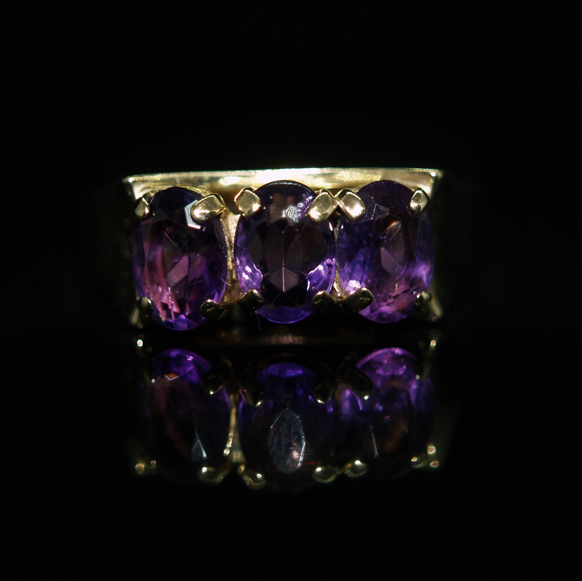 9ct Gold Amethyst Ring.