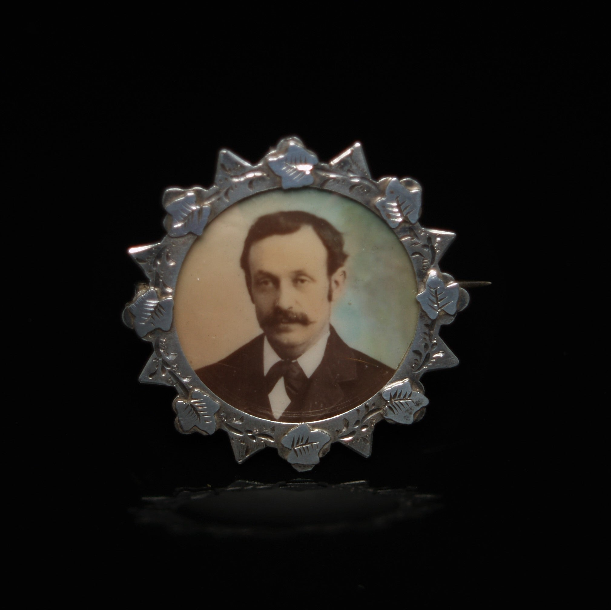 EDWARDIAN STERLING SILVER PICTURE FRAME/BROOCH.