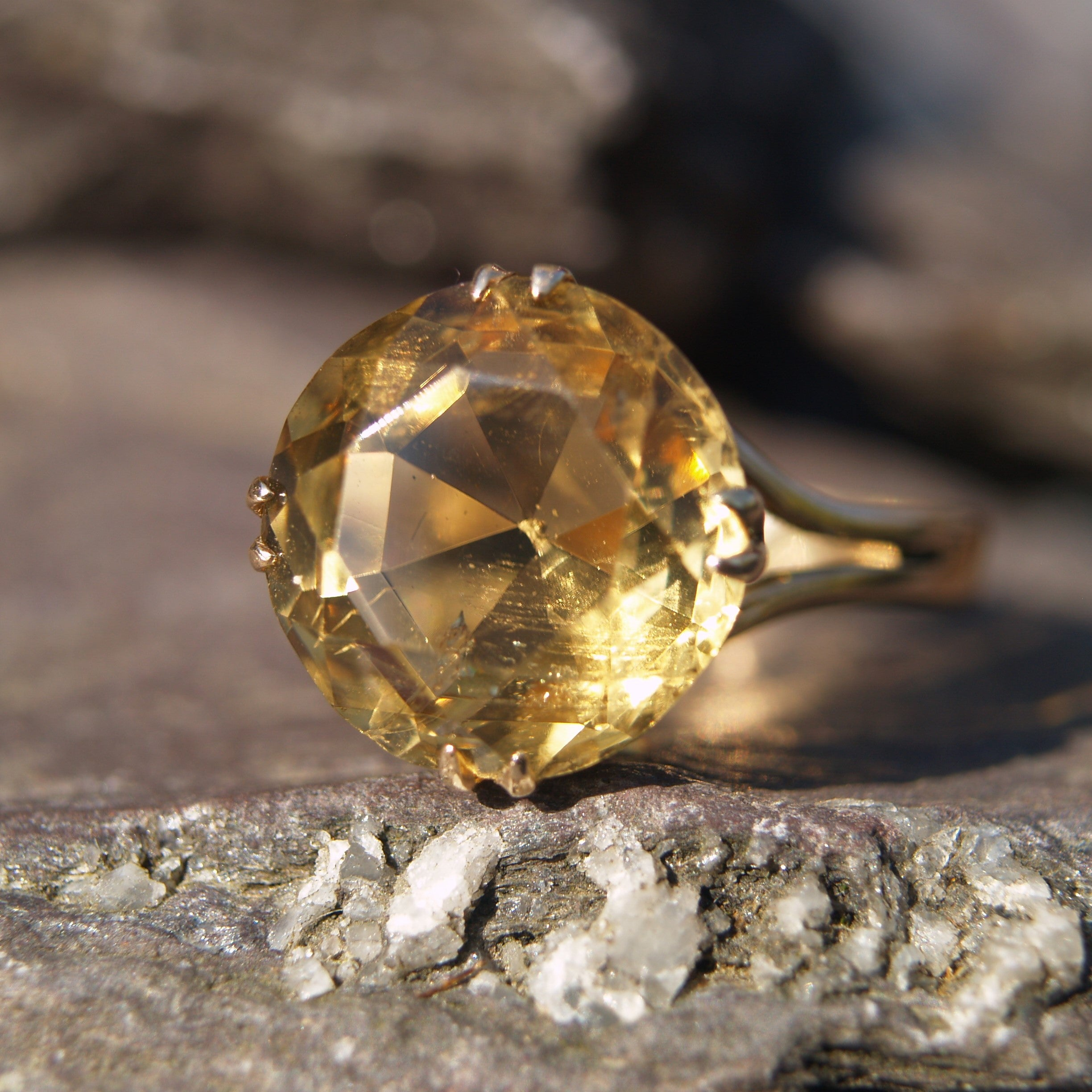 18ct Gold Citrine Ring.