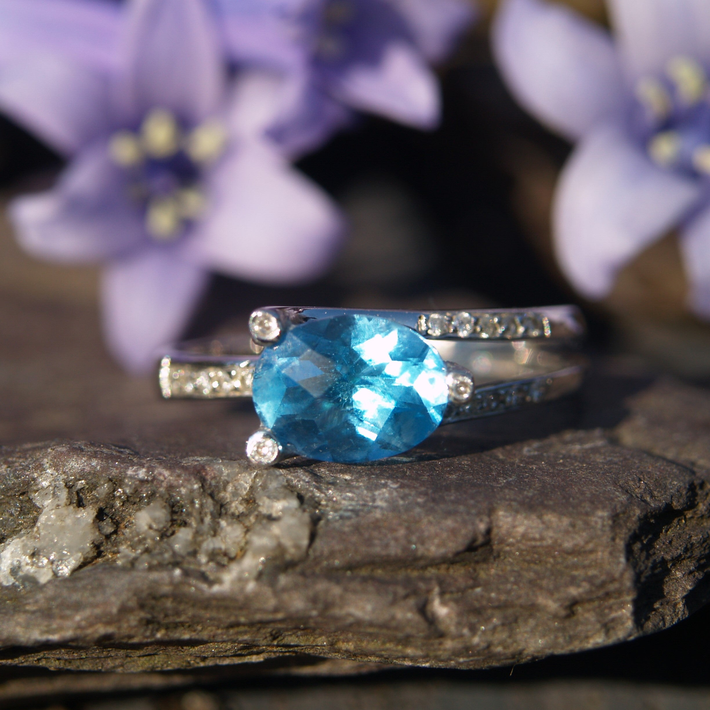 18ct White Gold Blue Topaz & Diamond Ring.