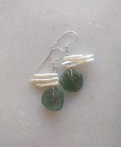 Ancient glass and stick pearl earrings (3 pearls)