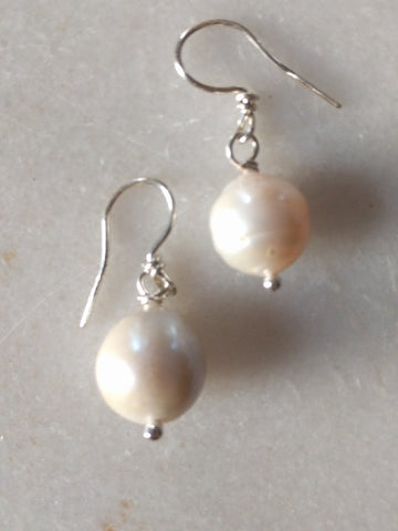 Juicy Pearl Earrings
