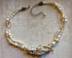 Double strand pearls with accent flatpearls necklace