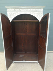 203.....Stunning Vintage Carved Oak Wardrobe / Quality Refinished Oak Wardrobe