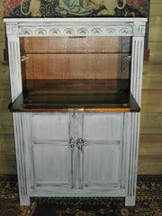 405.....Old Charm Style Drinks Cabinet / Refinished Oak Cocktail Cabinet