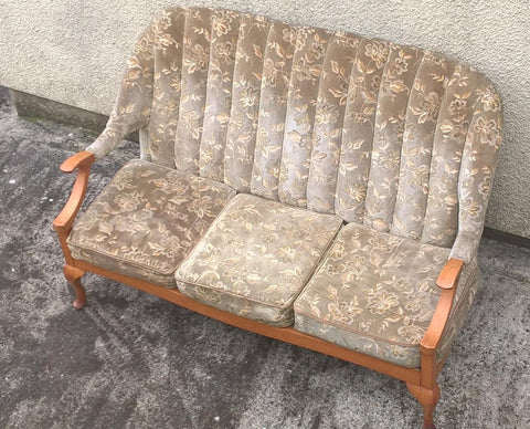 197.....Stylish 1960's Vintage Retro Settee / Sofa