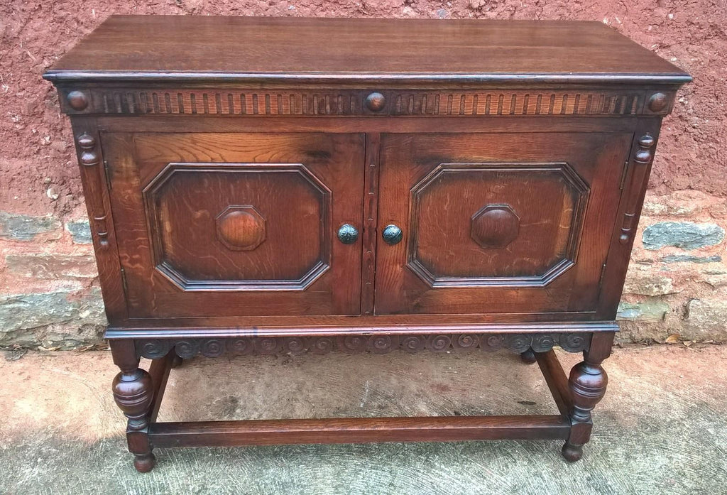 Lovely Vintage Oak Dresser Base / Sideboard / Drinks Cabinet