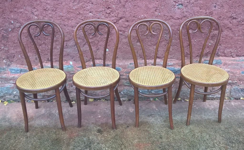 A SET OF FOUR PRETTY BENTWOOD BISTRO CHAIRS / KITCHEN CHAIRS
