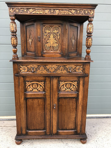 161.....Stunning Carved Oak Sideboard/ Court Cupboard