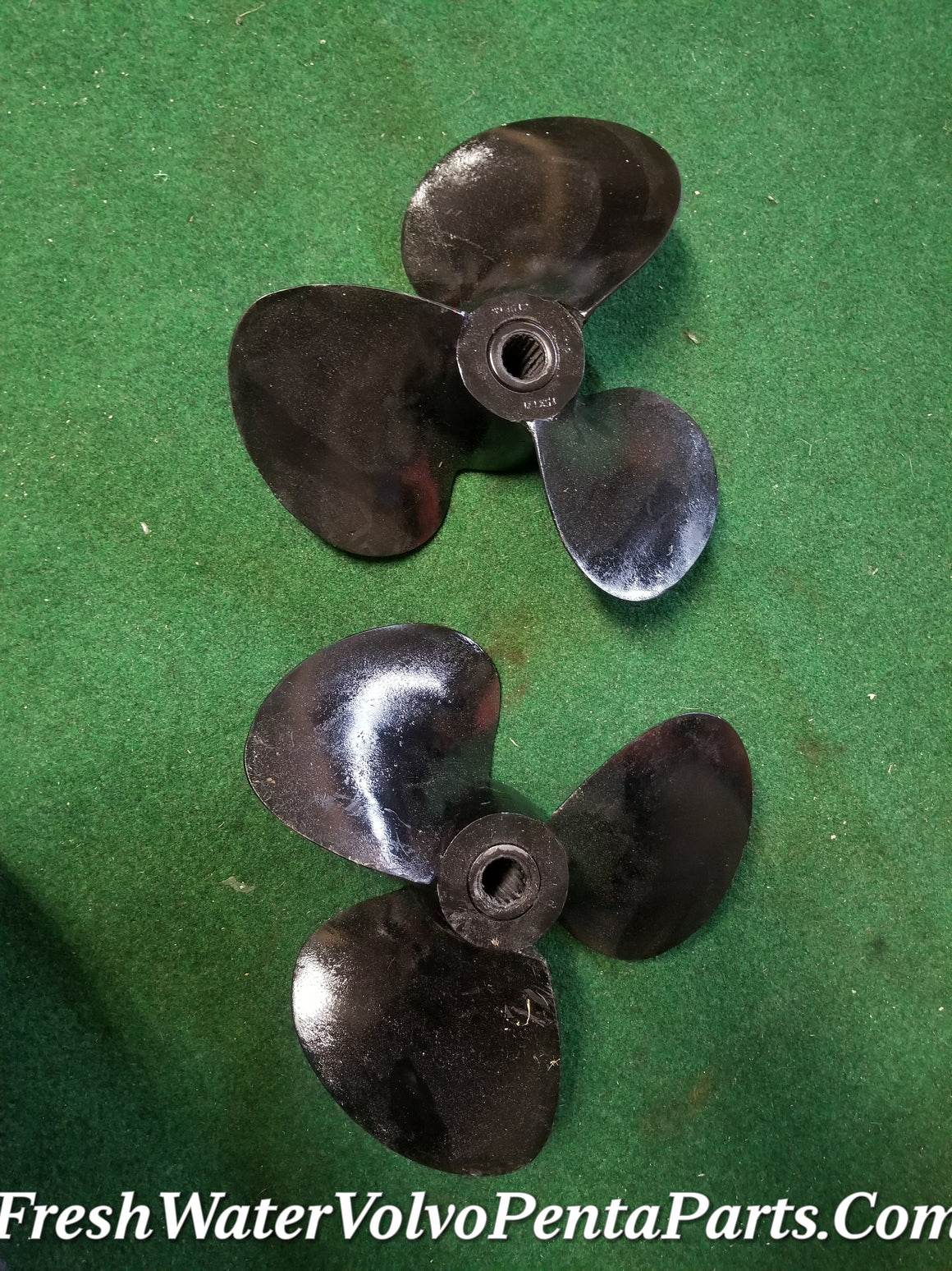Volvo Penta 15 x 17 L & 15 X 17 R short hub Propellers Left & Right 290 17 spline