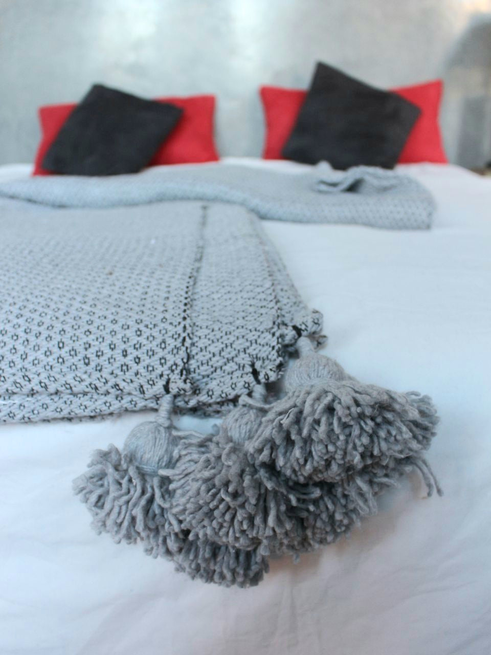 Throw blanket,  Pompom blanket.