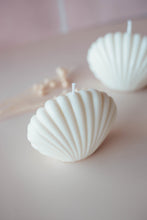 Load image into Gallery viewer, seashell candle, soy wax candle, vegan, cruelty free, decorative candles, soy coconut wax, large sea shell, handmade candles, nz made, made in new zealand, shell, gift