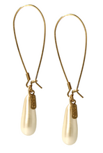 Load image into Gallery viewer, Otazu Classic Pearl Earhangers Cream