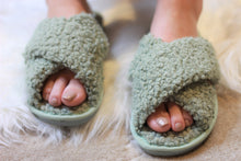 Load image into Gallery viewer, Ultra Fuzzy Sherpa House Shoes