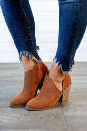 Very G Lilly Ribbed Bootie (Tan)