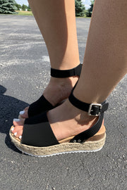 The Echo Platform Sandals (Black)FINAL SALE